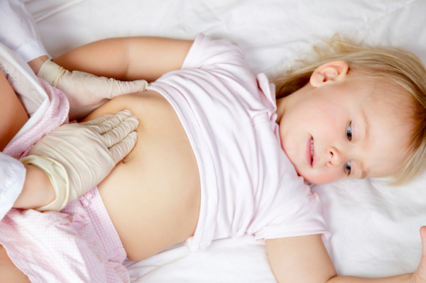 Kezelhető a kisbabások réme - Így enyhítsd a hasfájást!