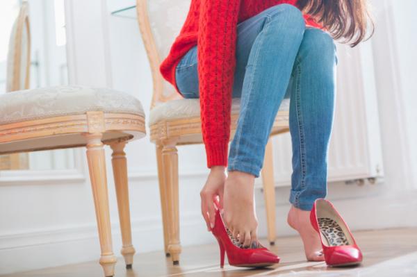 Cipőben zokni nélkül? 7 tipp, hogy elkerüld a gombát