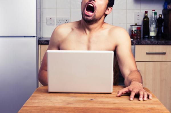 Vigyázat! Ezt teszi a pornó a férfiaggyal