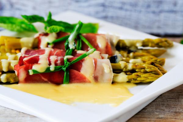 Zöld spárga baconbe tekerve - Egészségséfünk receptje