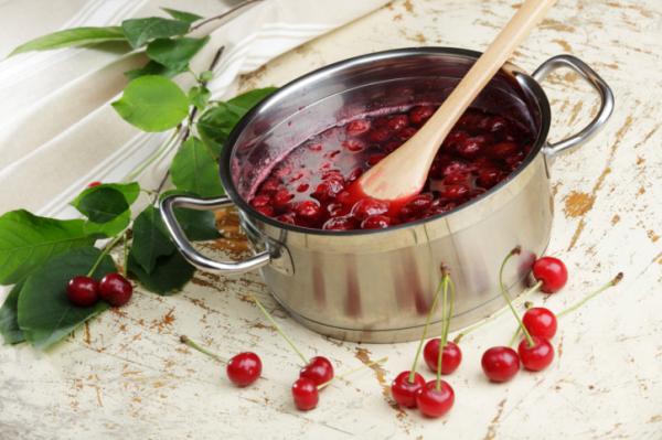 Meggyleves vanília pudinggal - Egészségséfünk receptje