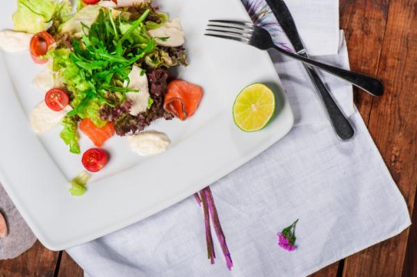 Saláta egy kis lazaccal - Egészségséfünk receptje