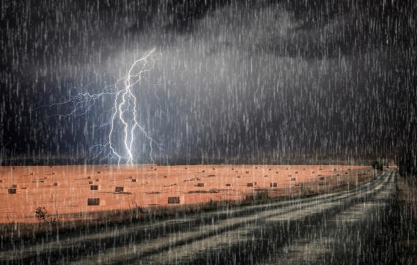 Ezért zuhog ennyit az eső mostanában