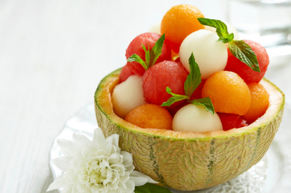 Gyümölcssaláta dinnyebélben - Egészségséfünk receptje