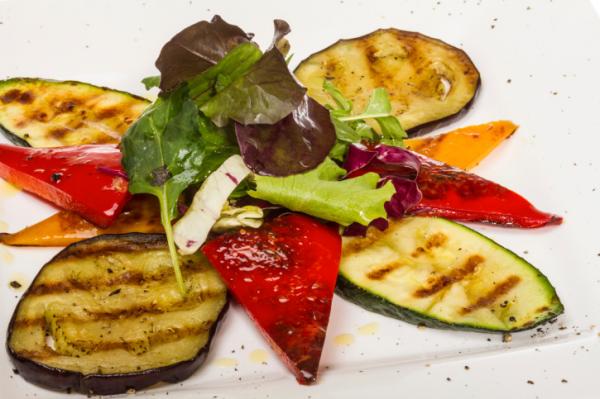 Padlizsános, sült paprikás saláta - Egészségséf
