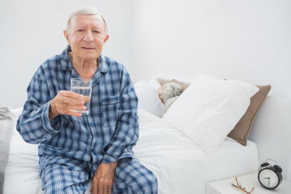 Nem isznak eleget az idősek - Így segítsünk!