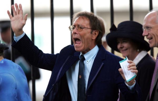 Szexuális visszaélés gyanúja miatt kutatják át Cliff Richard otthonát