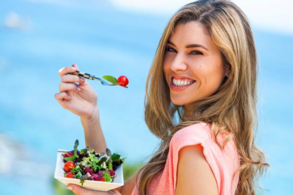 Nem mindegy, mit eszünk strandolás előtt és után!