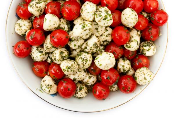 Pestós mozzarellasaláta - Egészségséfünk receptje