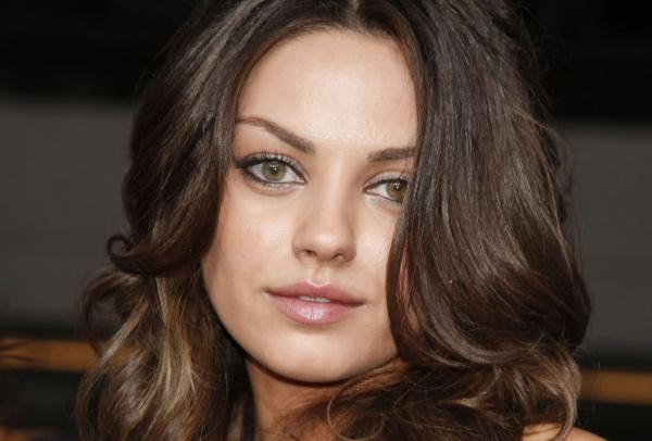 Kislánya született a Kunis-Kutcher párosnak