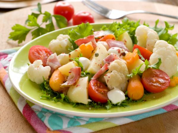 Karfiolos zöldségsaláta - Egészségséf