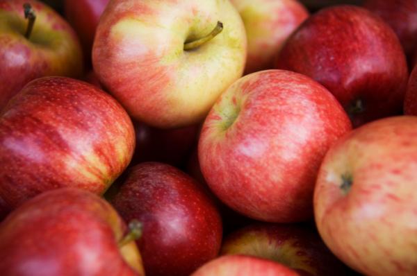 A 12 legmérgezőbb zöldség és gyümölcs