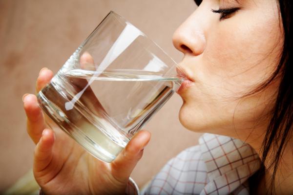 Indítsd egy pohár meleg vízzel a napod! Miért?