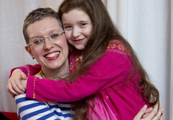 Miért szoptatja hatéves lányát ez az anya?