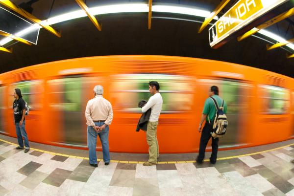 Tíz guggolásért ingyen metrójegy jár