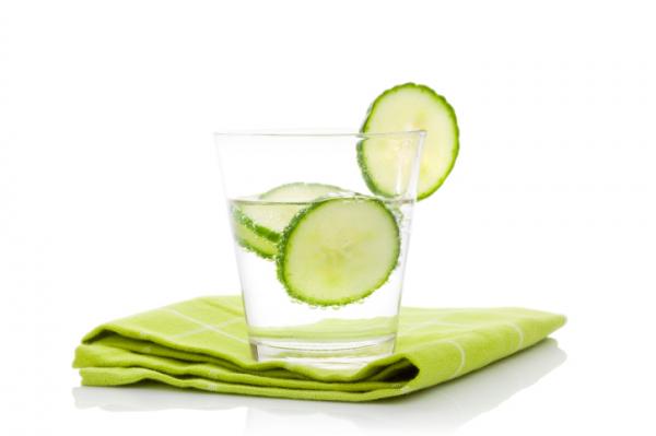 8 jó érv az uborkás víz mellett