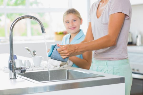 Miért jó a gyereknek, ha kézzel mosogatunk?