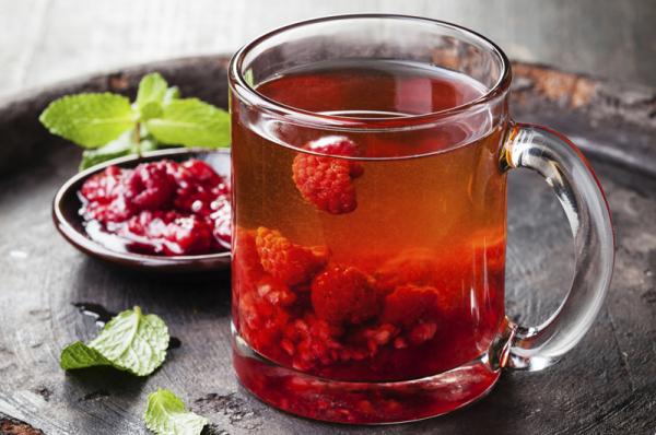 Forró tea erdei gyümölcsökkel
