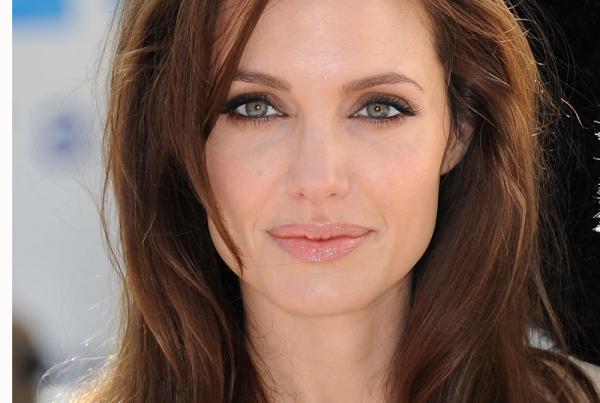 Angelina Jolie a petefészkeit is eltávolítatta