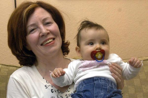 65 évesen négyes ikrekkel terhes