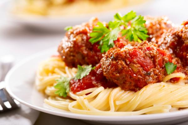 Paradicsomos húsgombóc spagettivel - Egészségséf