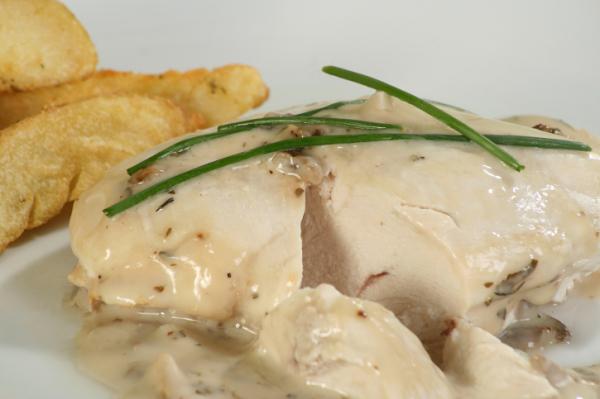 Csirke fehérboros mártásban - Egészségséfünk receptje