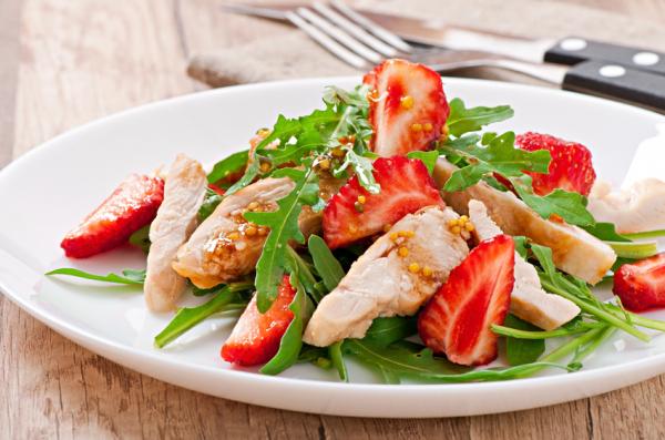 Csirkés-epres saláta - Egészségséfünk receptje