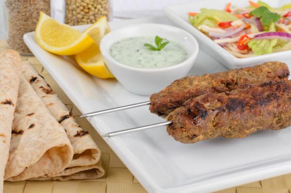 Kebab fokhagymás-joghurtos mártogatóssal - Egészségséf