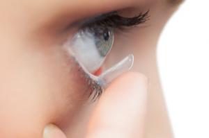 A kontaktlencséjéről került a szemébe a gyilkos parazita
