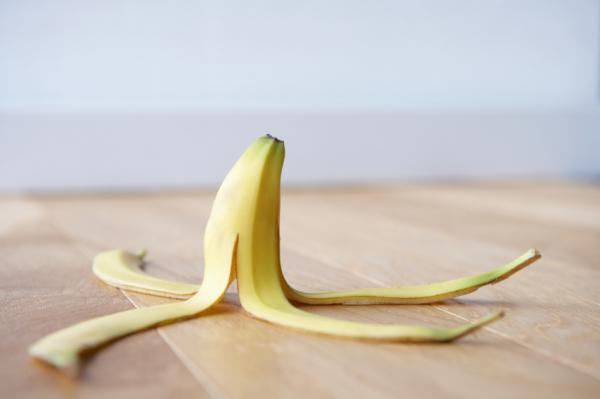 Banánhéj: eltünteti a bütyköket, enyhíti az aranyeret